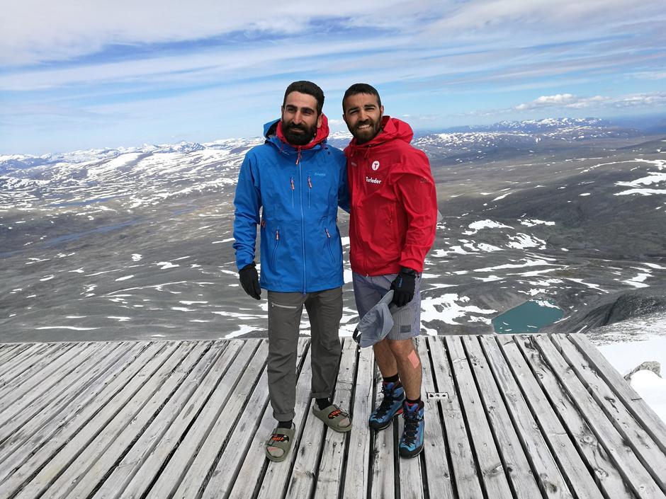 DELER SINE ERFARINGER: Sharam Kalifeh og Kaweh Almassy har gått over Finnmarksvidda og Grønland, fulgt hele SAGA og planlegger nå å gå til Sydpolen.