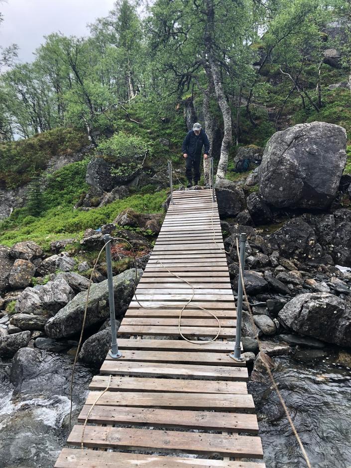 Sesongbroen på vei til Sandsa er på plass.
