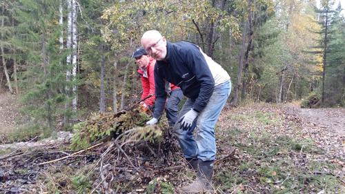 Nils P. Petlund og Tore Grue er to som har oppdaget gleden ved dugnadsarbeid.  Vi ønsker oss flere!