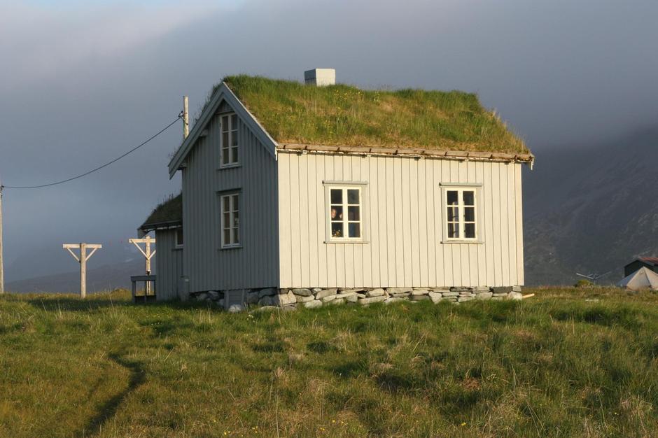 Gammelhuset i Skipsfjorden trenger et strøk med maling!