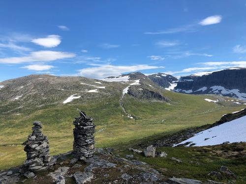 Jardalen i Gloppen - sett frå Varane. Vi ser Søreideskaret og Storevarden bakerst