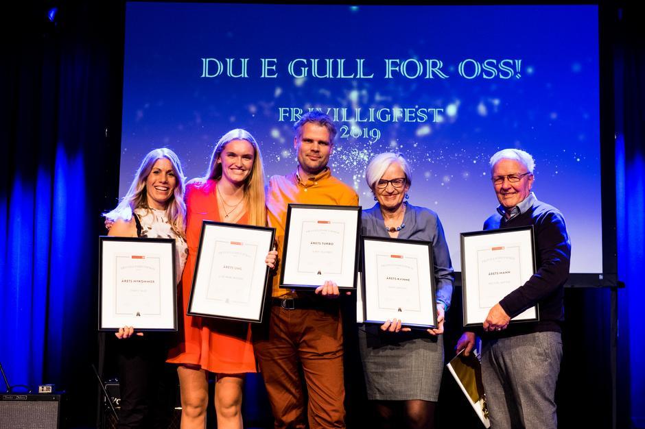PRISVINNERNE: Fra venstre: Marte Dale, Liva Rage Aasvold, Ronny Rustøen, Guro Waksvik og Per Inge Wathne.