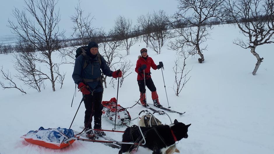 Anne Julie og Magnar ankommer Gaskashytta i kjent stil.