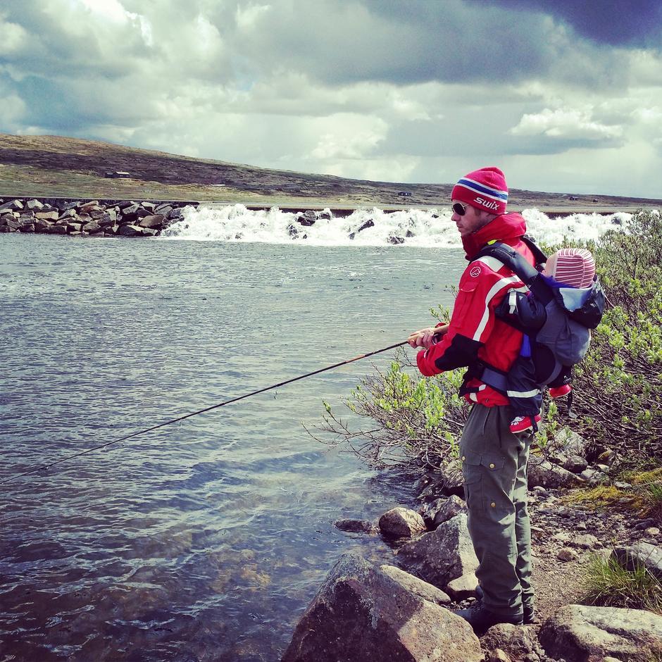 På fisketur i Tinnhølen på Hardangervidda!