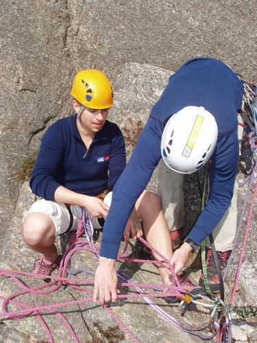 Lær om standplasser og taulagsrutiner på klatrekurs med DNT fjellsport Bergen