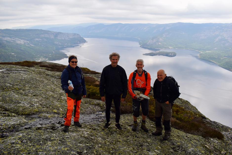 Dugnad på Langfjell. Odd Valle, Bjarne Reime, Per Kveim og Oddvar Olsen.