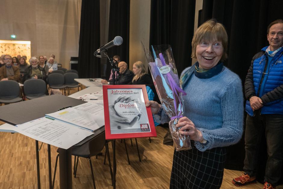 Ildsjelen Milli Lilleeng fikk en veldig fortjent pris da Gitte Gryttenholm fra Jobzone Lillestrøm kom på årsmøtet vårt og delte ut diplom og 10.000 kroner.