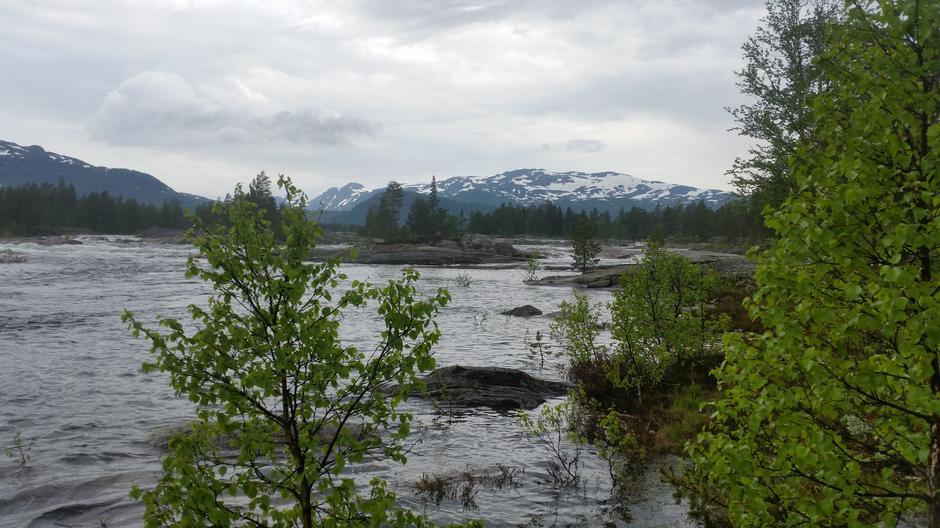 Fra Berdalsbru. Vatndalsdammen og Svånuten i bakgrunnen. 21.6.2020