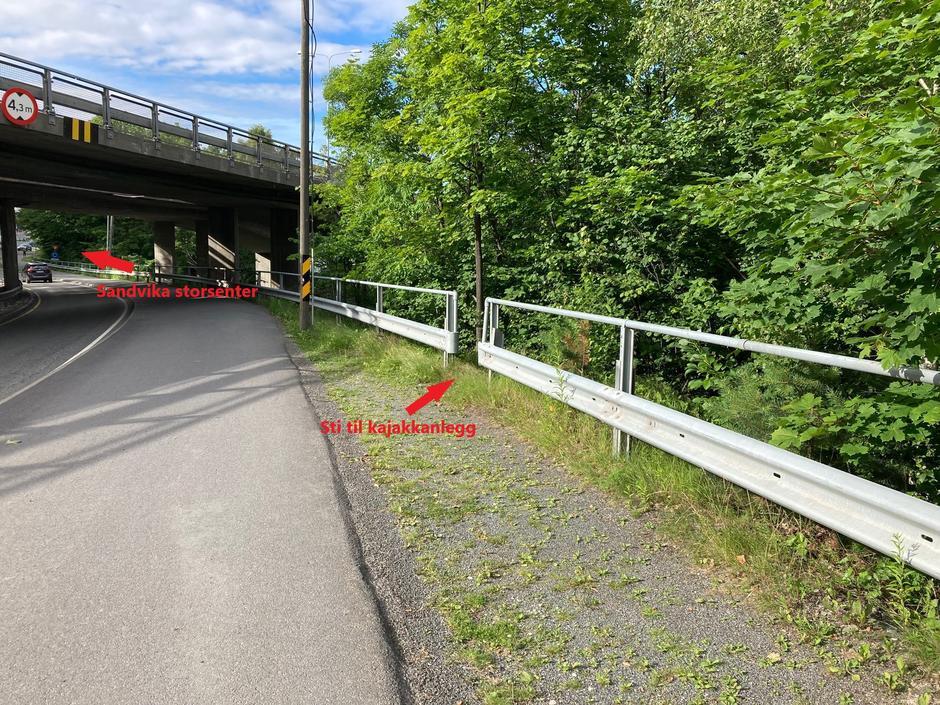 Gangvei med sti ned til kajakkanlegg