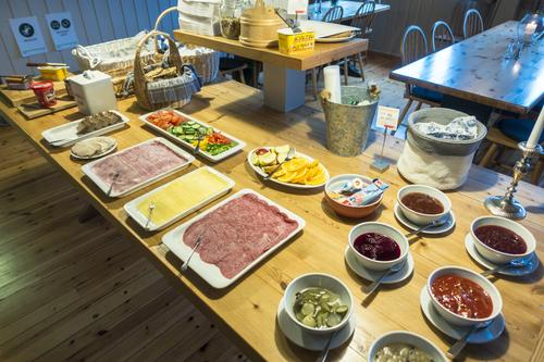 Frokost på Skogadalsbøen