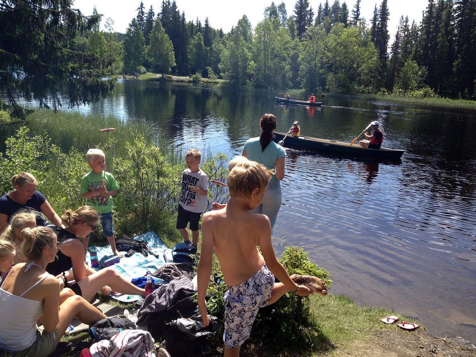 Kanopadling og matpause en varm sommerdag på Krokbua