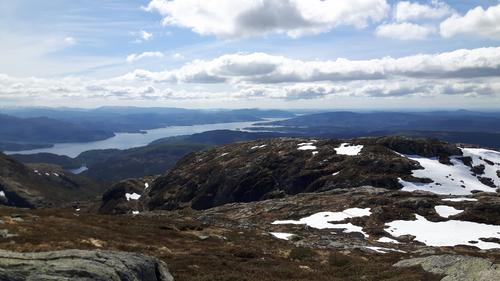 Spektakulær utsikt utover Osterfjorden på veg opp til Austlendingen.