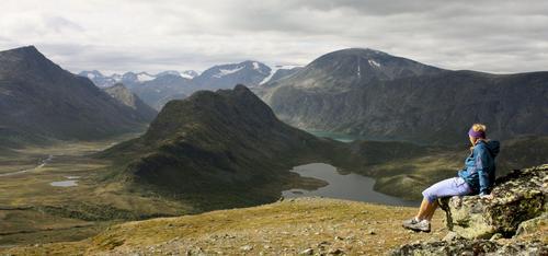 Utsikt til Besseggen, Knutshø og Besshø