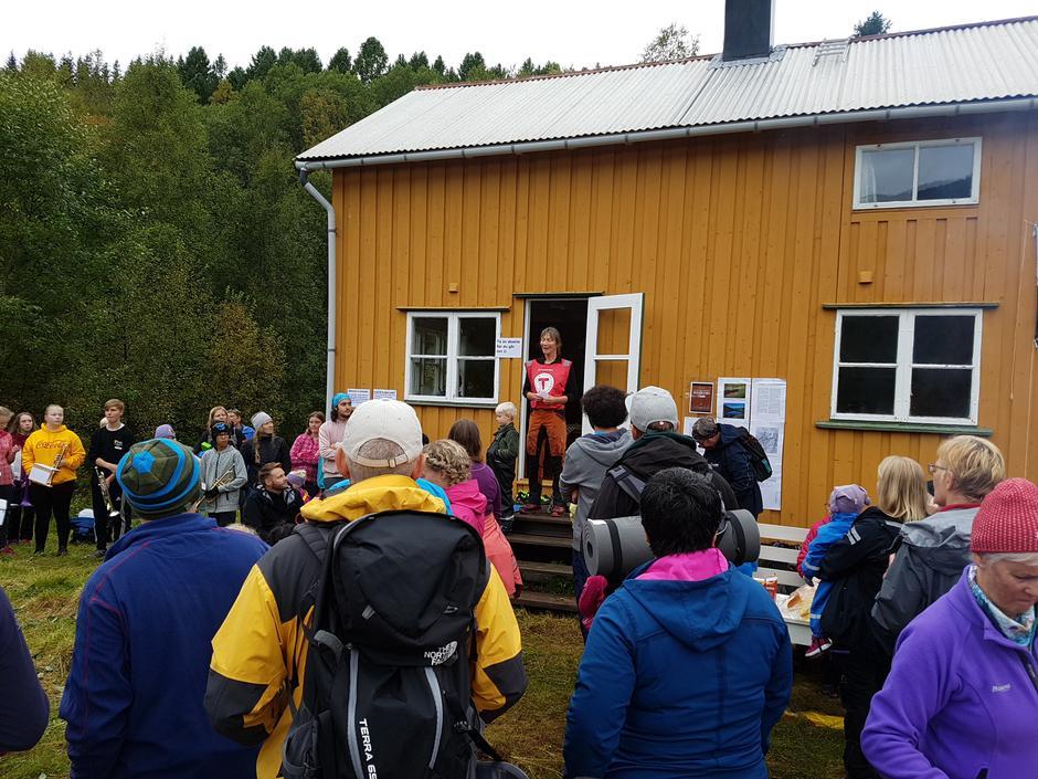 Styreleder Ann Elisabeth Szell ønsker velkommen til Kom deg ut-dagen ved Tussvatnet september 2018