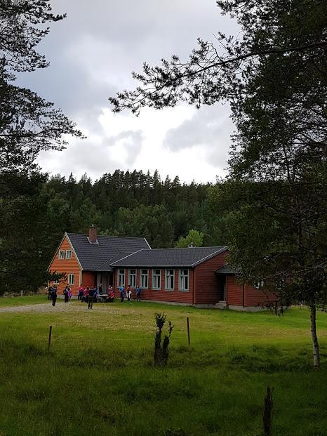 Skulehuset ...no;  litt i bruk som forsamlingshus