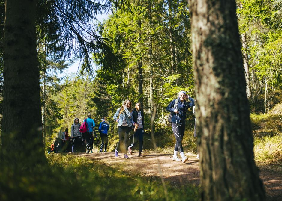 Stiene i Drammensmarka var tettpakket med turglad ungdom i dag.