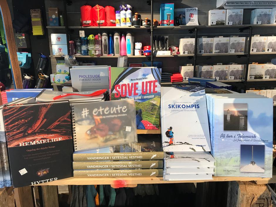 Spennende bøker til salgs i Tursenteret