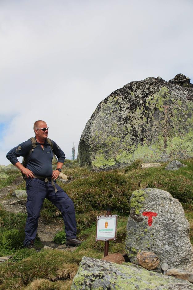 Petter Braaten fra SNO deltok på åpningen og var også turleder til Jomfrunuten i forkant av åpningen.