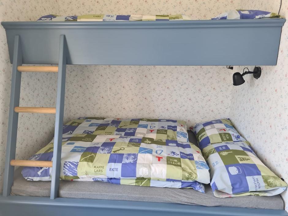Spesialtilpasset seng fra Solfjeld Møbelfabrikk.