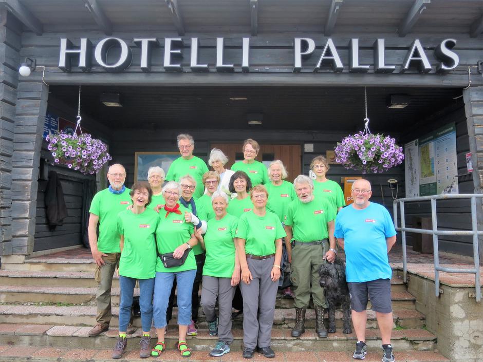 De lystige veteraner på sin store sommerutflukt til Pallastuntuuri i Finland.