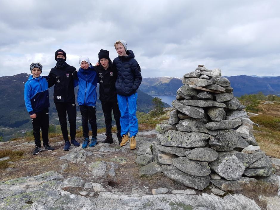 Nokre av elevane frå Førde tok ein liten ekstratur i staden for å sitte og fryse på stølen.