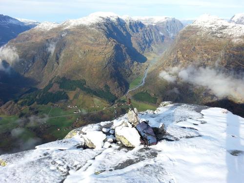 Toppen av Bolsetnipa, utsyn mot Våtedalen.