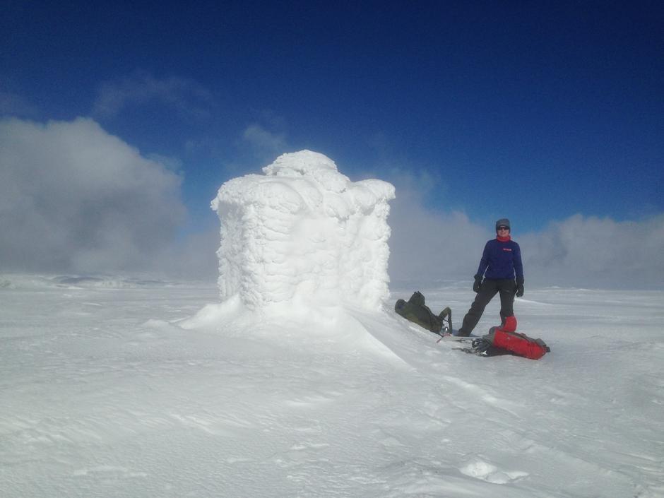 Sinneskulå 1189 moh  Det er nå ikkje lengre avblåst på toppene Bilde 18. Mars