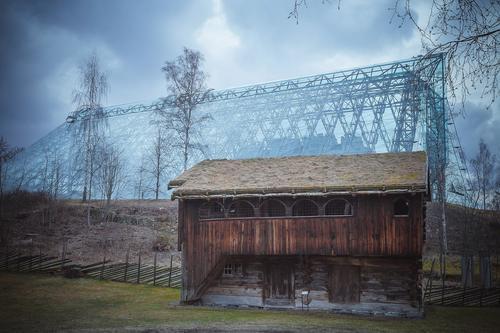 Domkirkeodden, Hamar. Jeg heter det bildet: To århundrer med arkitektur. Det var så kult å se  et gammel hus ved si den av et hus av glass. Der er et kjempe kult sted for alle turister som kan vise hva var i  fortiden og hva kan vi nå i dag.