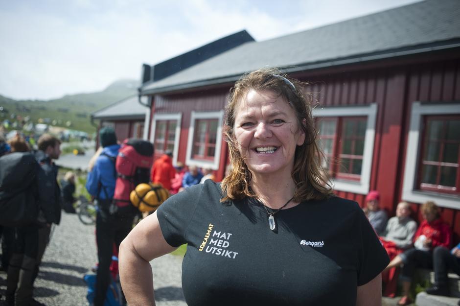 Vertinne Solbjørg Kvålshaugen på Fondsbu ønsker velkommen til et trivelig opphold!