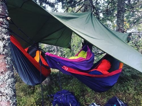 Barna mine sin første natt i hengekøye og det fristet til gjentagelse. Sov som steiner i våre tickettothemoon-hengekøyer på Målia på Hedmarksvidda.
