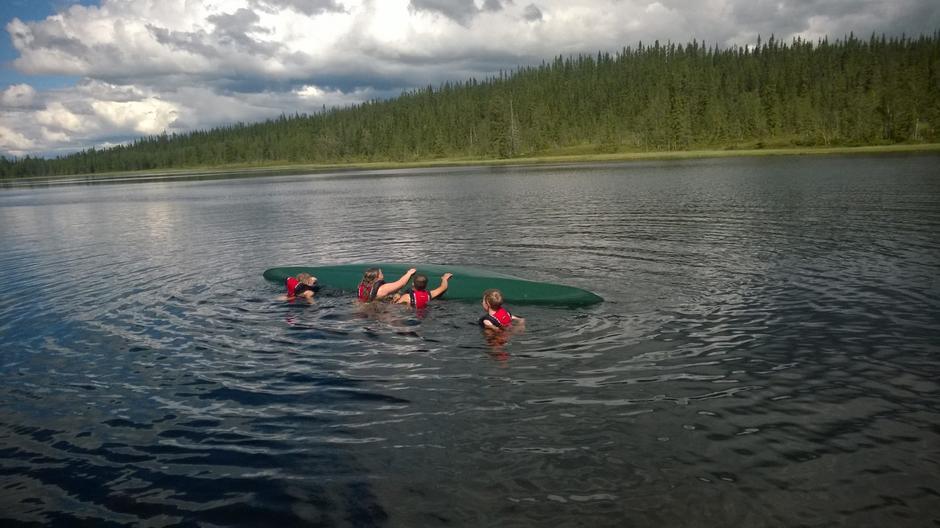 Kameratredning med kano.