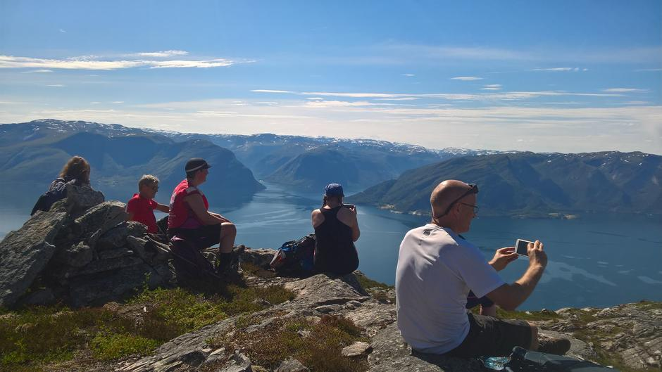 Utsikt mot Fuglesetfjorden på Høyanger sørside