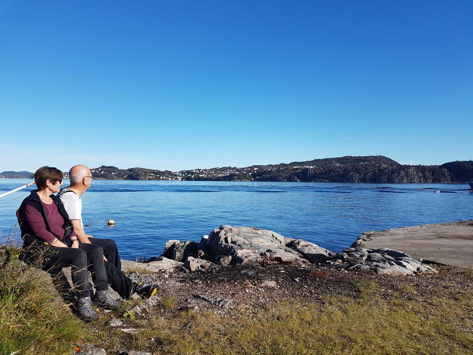 Mat og drikke pause med utsikt over sjøen og båttrafikken.
