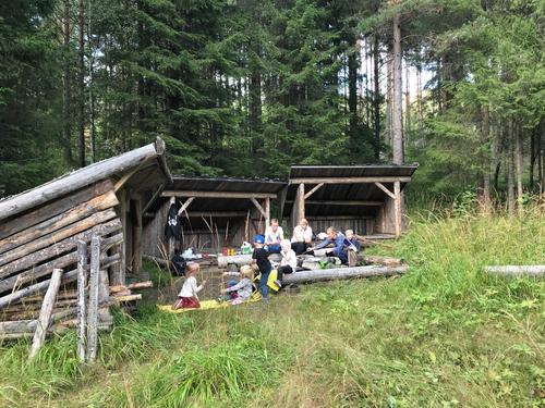 21. august hadde Barnas Turlag tur i gapahukene i Aurdal
