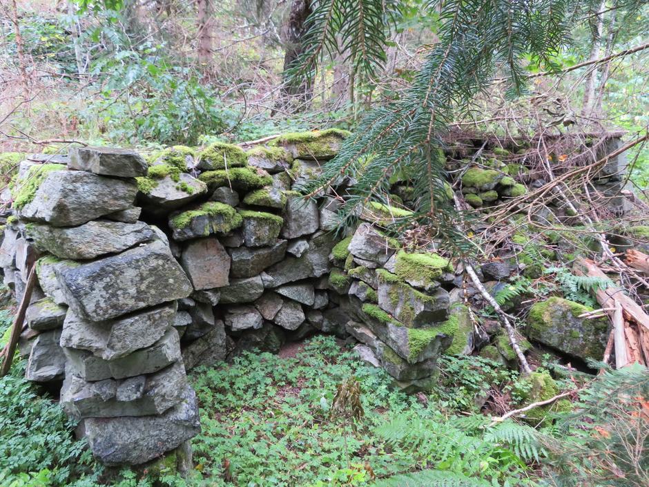 Gamle murar på Haukås.