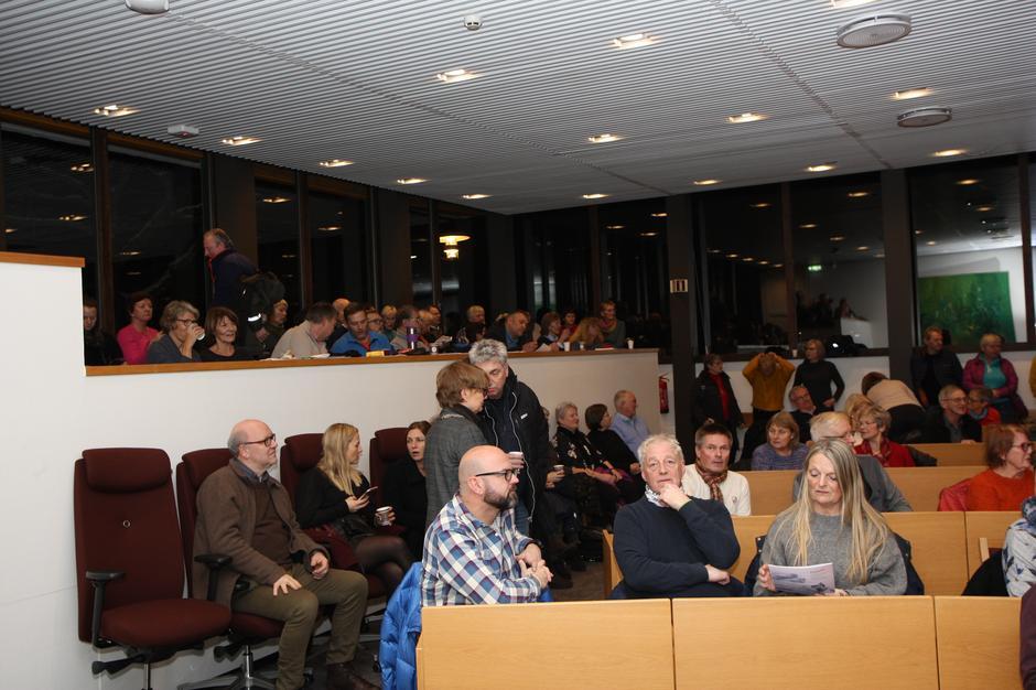 Flere en 50 stoler måtte inn for å få plass til alle som ville være med å stifte Lørenskog Turlag
