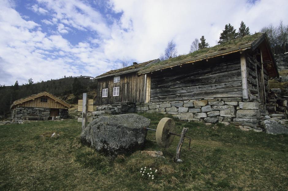 Sollia ligger i Heim kommune. Idyllisk med utsikt over Vinjefjorden.