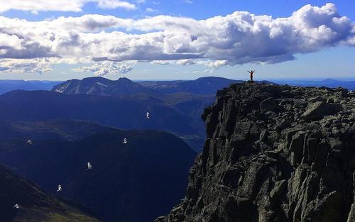en rypeflokk kom flygende når datteren min sto på toppen av Melderskin, Kvinnherad