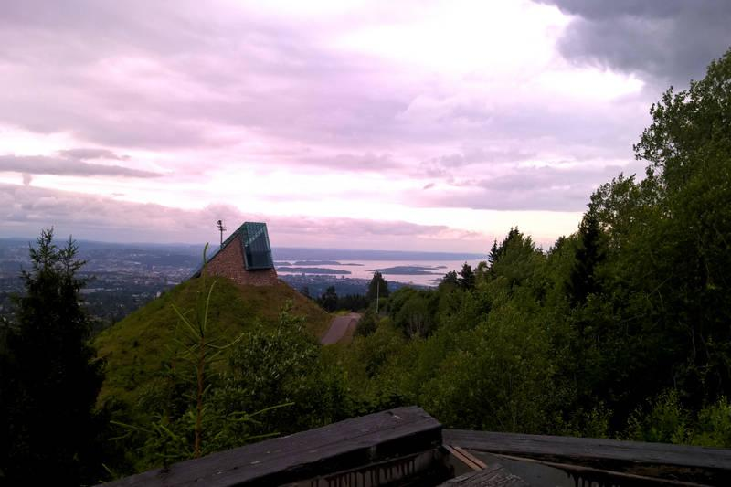 Utsikt til toppen av Midtstubakken og Oslo sentrum.
