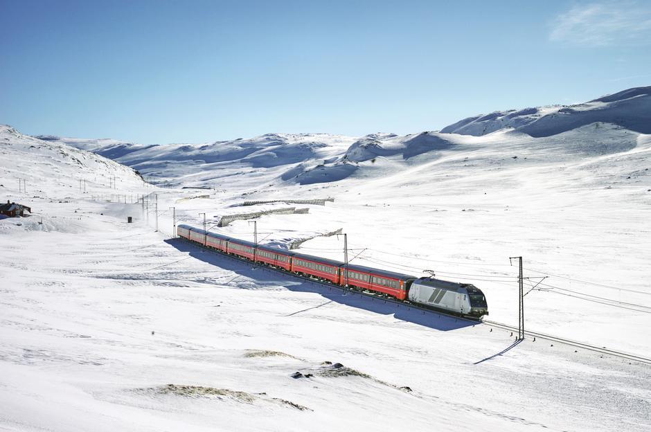 REIS GRØNT: Spar miljøet og ta toget neste gang du vil gå i vinterfjellet. Med Bergensbanen til Finse ligger vidda for dine føtter.