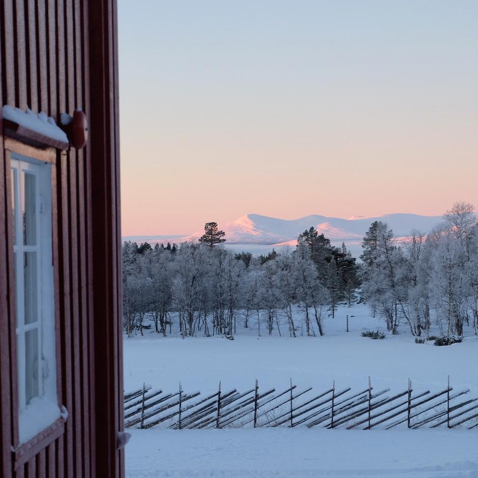 Svukuriset Turisthytte, en av tre som er åpne i vinter/påsken 2021.