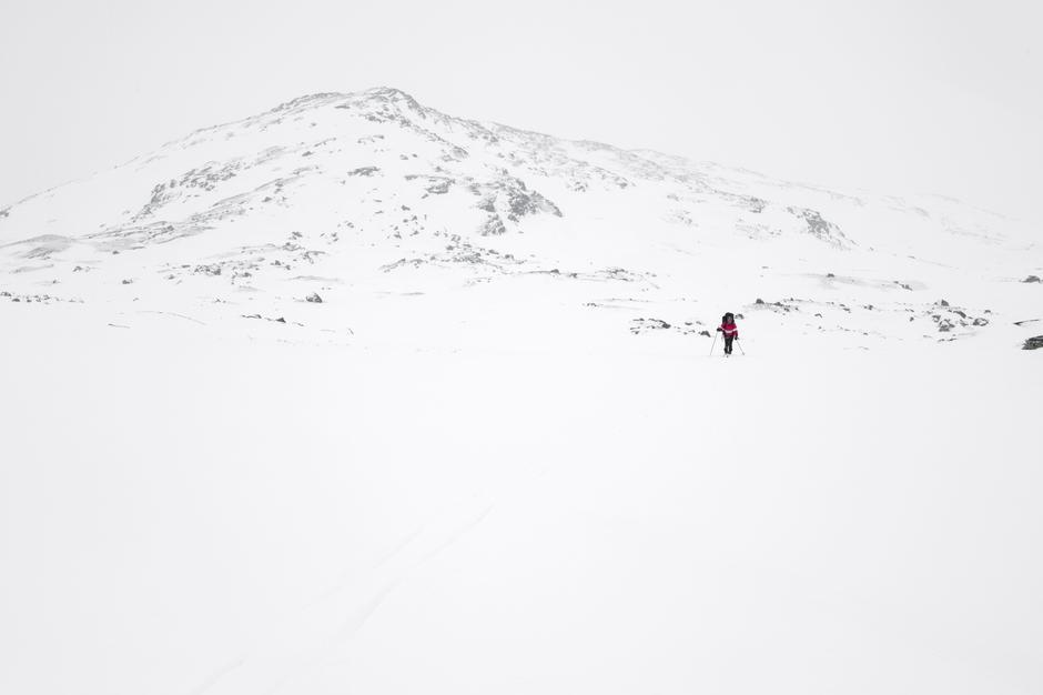 DET STORE HVITE: Når Liv Arnesen og jeg legger i vei mot Snøhetta, blir jeg grepet av  minner fra en tur jeg gikk her for tretti år siden.