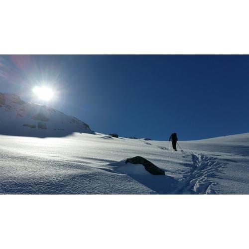 Min spreke far på tur til Snota (1668 moh) i Trollheimen, påskeaften 2015. Ein nydeleg dag i strålande sol og med herleg pudderføre.