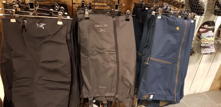 Stort utvalg av bukser.