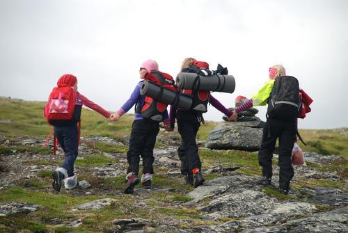 """På tur i Barnas Narturverden, etter overnatting på sælehuset """"Ramsjøhytta """". Barn og voksne hadde 2 fantastiske dager i fjellet!"""