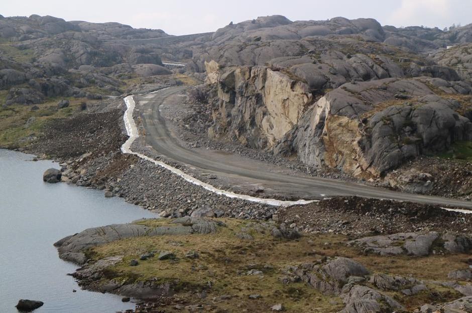 Bildet viser terrenginngrep ved bygging av vindkraftanlegg ved Tellenes i Rogaland .