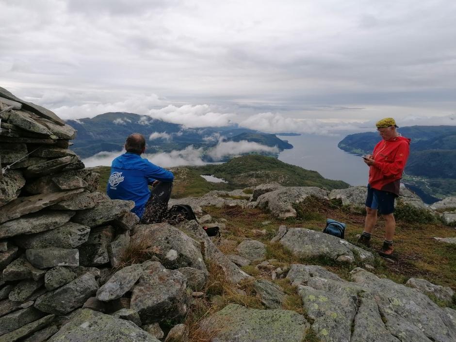 Litt lågt skydekke, men likevel fint utsyn utover Førdefjorden.