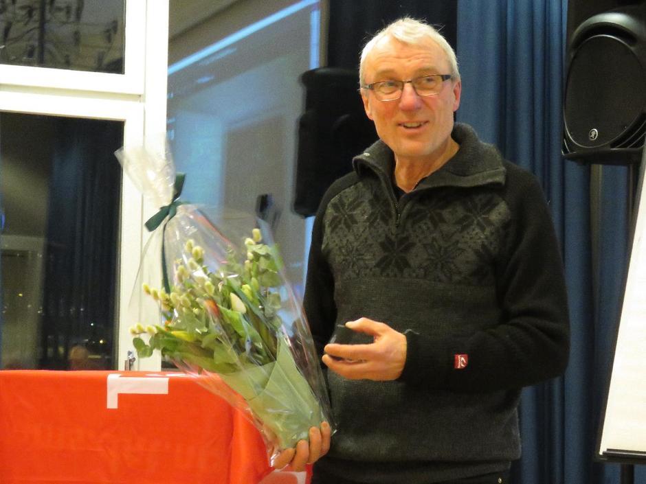 """Alf Iver Kinge ledet årsmøtet med stødig hånd, og ble overrasket med tildelingen av """"Den Gyldne Varde""""."""
