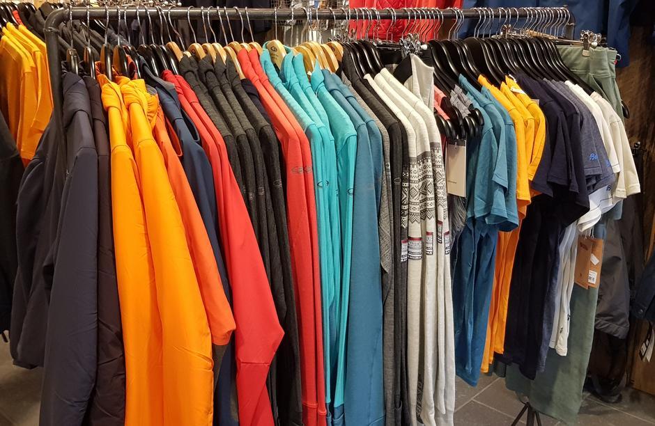 Mye deilig ull og velge mellom. Ulljakker, T-skjorter og gensere fra Icebreaker.