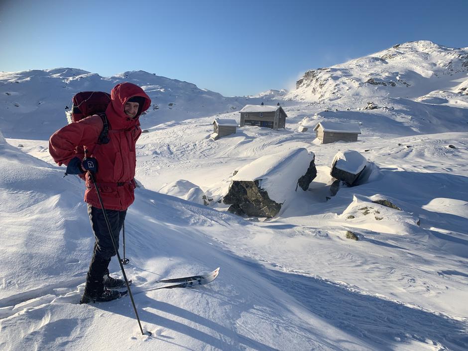 Gullhorgabu turisthytte i Bergsdalen. Skitur med Per Arne Aadland.